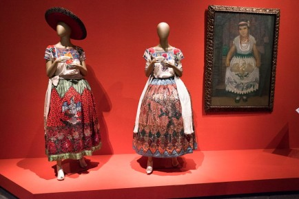 mexico-city-dress-exhibit-44