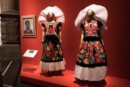 mexico-city-dress-exhibit-86